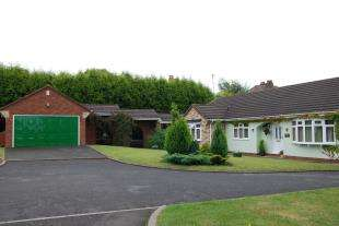 3 Bedrooms Bungalow for sale in Southbourne Place, Cannock, Staffordshire