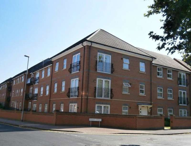 2 Bedrooms Flat for sale in Lime Tree Grove, Loughborough, LE11