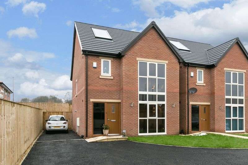 4 Bedrooms Detached House for sale in Sandcross Close, Orrell, WN5 8UB