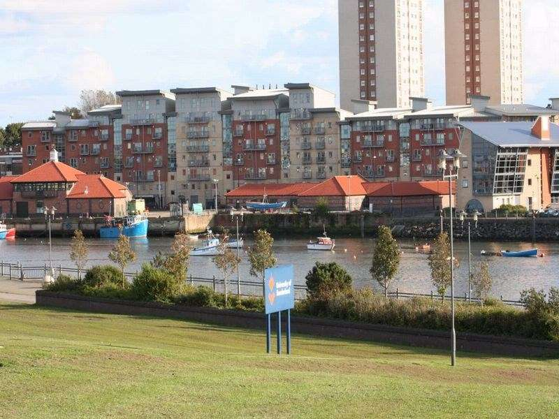 2 Bedrooms Flat for sale in River View, Low Street, Sunderland