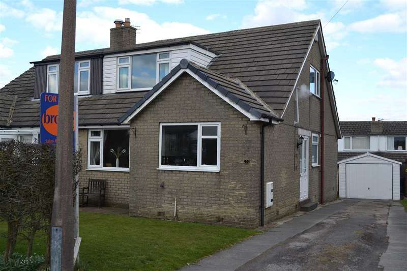 3 Bedrooms Semi Detached Bungalow for sale in Foxhill Close, Queensbury, Bradford