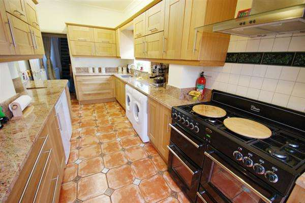2 Bedrooms Terraced House for sale in Camden Street, Mossley