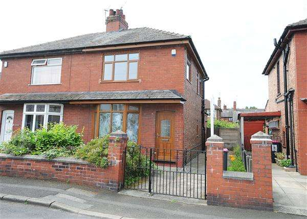 3 Bedrooms Semi Detached House for sale in 3 Kenmore Grove, Cadishead, M44 5JL