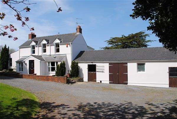 3 Bedrooms Detached House for sale in Greenfields