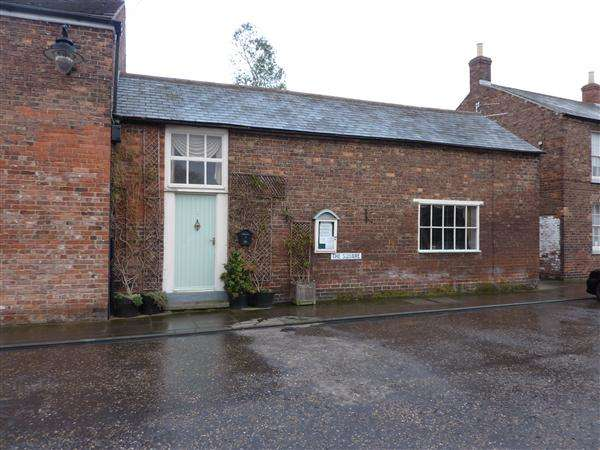 2 Bedrooms Cottage House for sale in SILVERSIDE, THE SQUARE, NORTH THORESBY, GRIMSBY