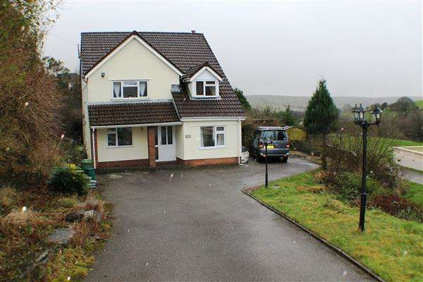 5 Bedrooms Detached House for sale in Evergreen House, Gilfach Goch