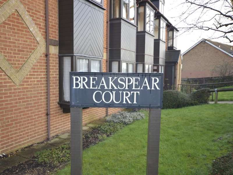 1 Bedroom Flat for sale in Breakspear Court, Abbots Langley, WD5