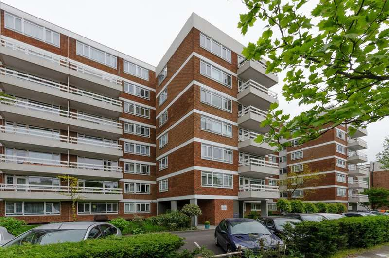 2 Bedrooms Flat for sale in Regents Park Road, Church End, N3
