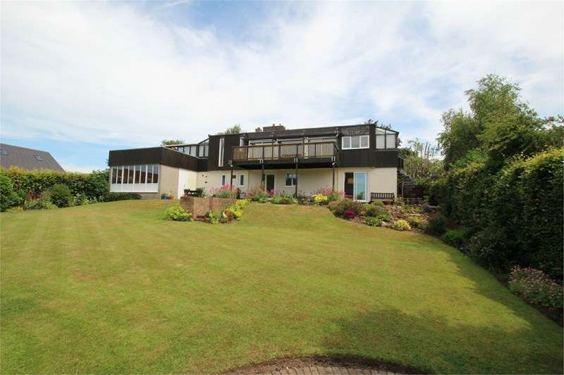 4 Bedrooms Detached House for sale in Greenfield Lane, Lower Heswall