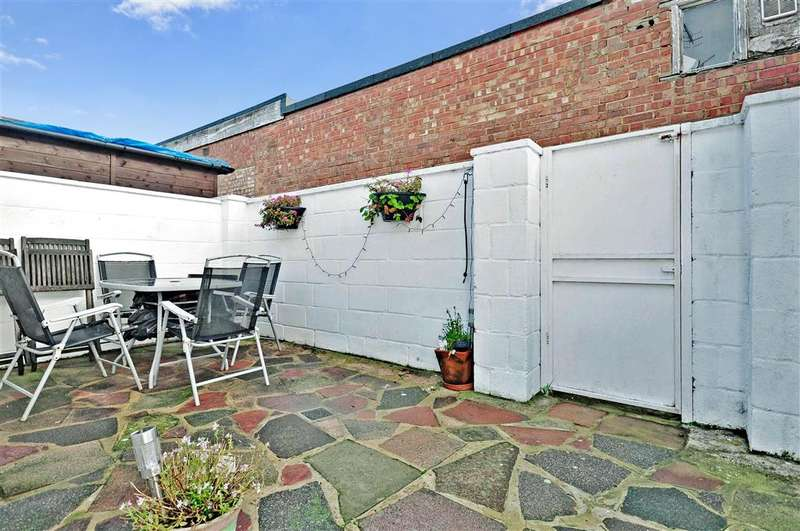 1 Bedroom Ground Flat for sale in South Street, Tarring, Worthing, West Sussex