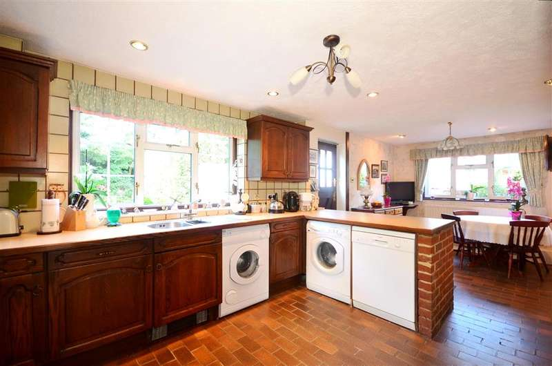 3 Bedrooms End Of Terrace House for sale in Addington Green, Addington, West Malling, Kent