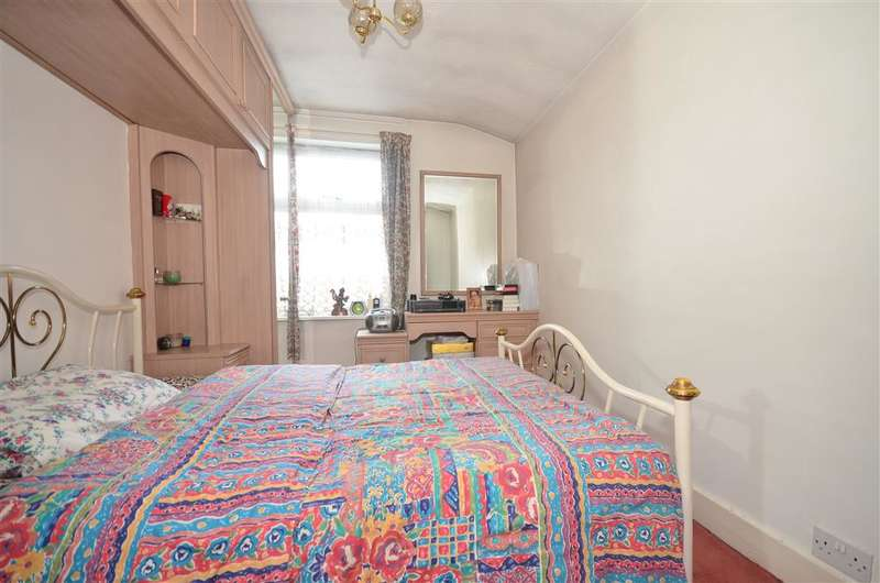 4 Bedrooms Terraced House for sale in St. Bernards Road, East Ham