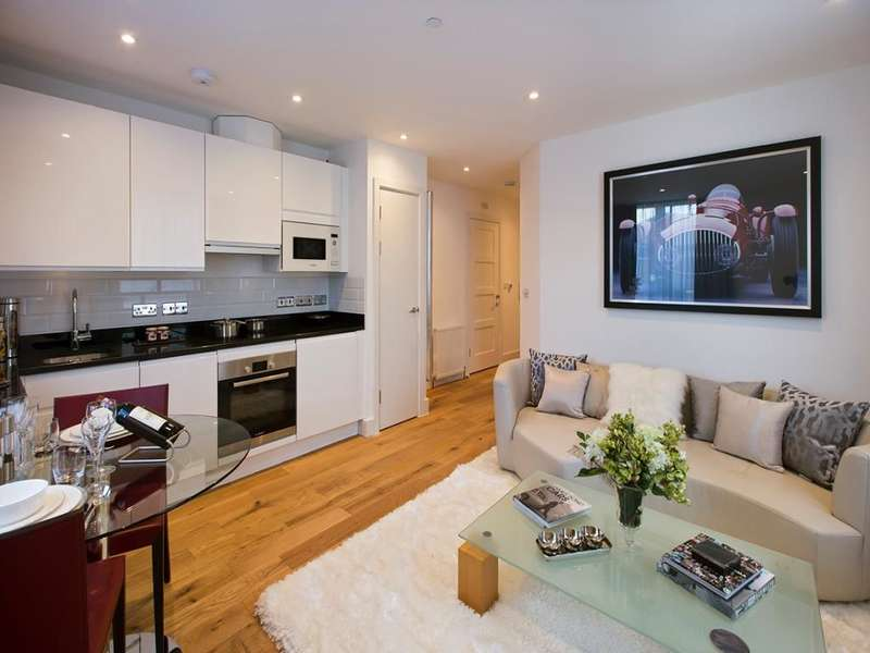 2 Bedrooms Flat for sale in Rutland House South Street, Epsom, KT18