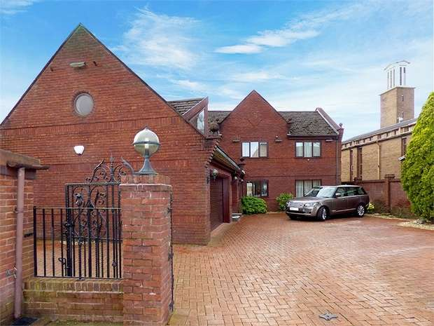 4 Bedrooms Detached House for sale in Tonge Fold Road, Bolton, Lancashire