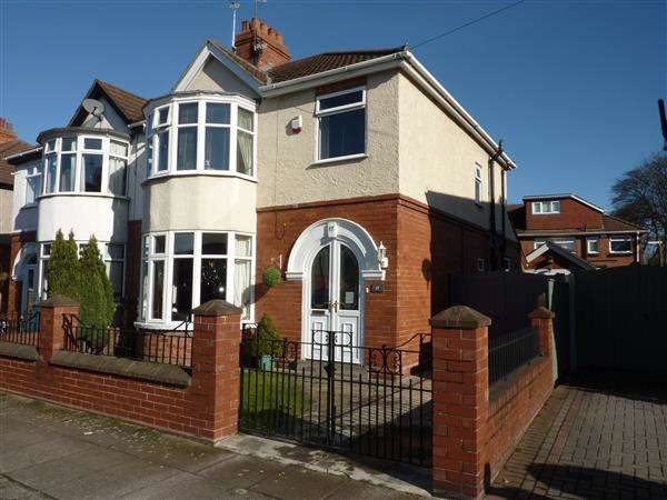 3 Bedrooms Semi Detached House for sale in COMPTON DRIVE, GRIMSBY