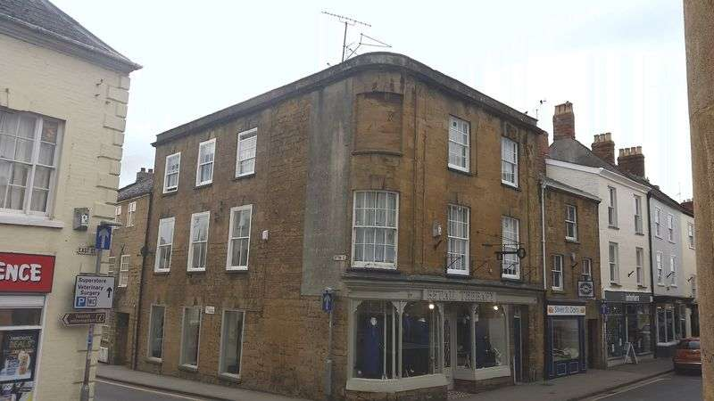 1 Bedroom Flat for sale in MARKET SQUARE, ILMINSTER, SOMERSET, TA19 0AQ