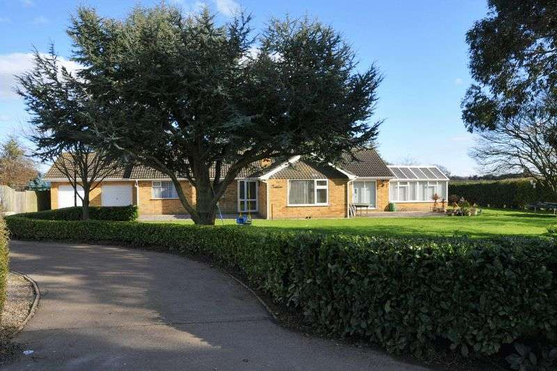 3 Bedrooms Detached Bungalow for sale in Blundeston, Lowestoft