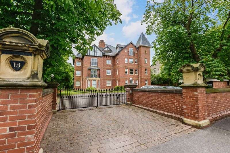 3 Bedrooms Flat for sale in Westcliffe Road, Birkdale, Southport