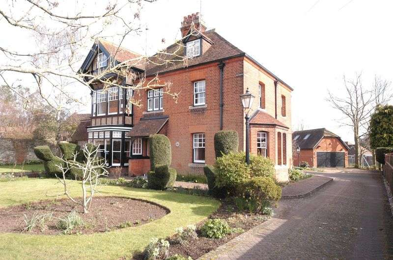 6 Bedrooms Detached House for sale in Weavering Street, Weavering, Maidstone