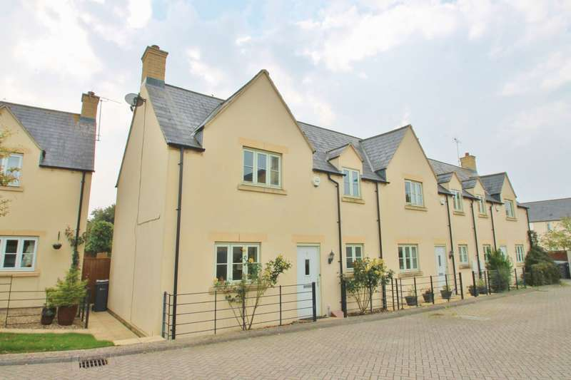 3 Bedrooms Terraced House for sale in Winchcombe Gardens, South Cerney, Gloucestershire
