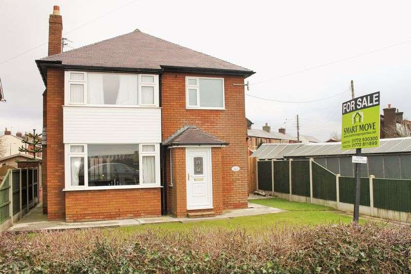 3 Bedrooms Detached House for sale in Liverpool Road, Walmer Bridge, Preston