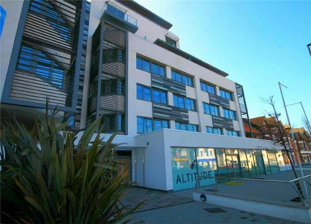 2 Bedrooms Flat for sale in Poole, Dorset, England