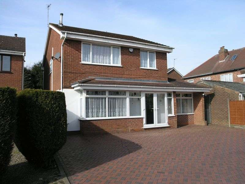 4 Bedrooms Detached House for sale in Larch Grove, Dudley