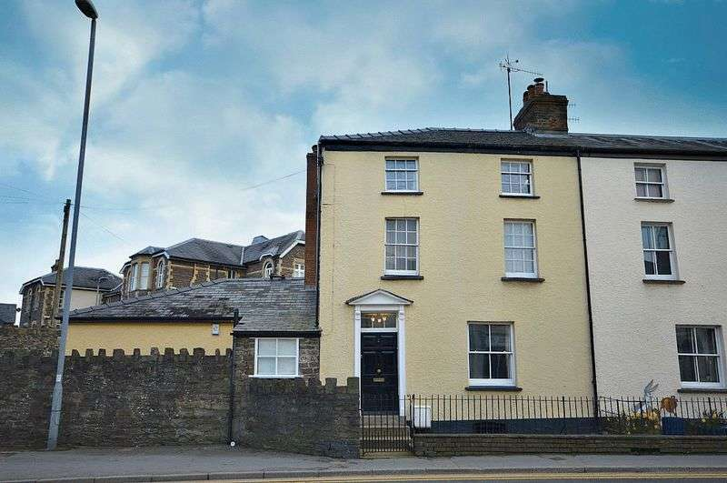 4 Bedrooms Terraced House for sale in Merthyr Road, Abergavenny