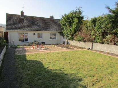 2 Bedrooms Bungalow for sale in Porth, Newquay, Cornwall