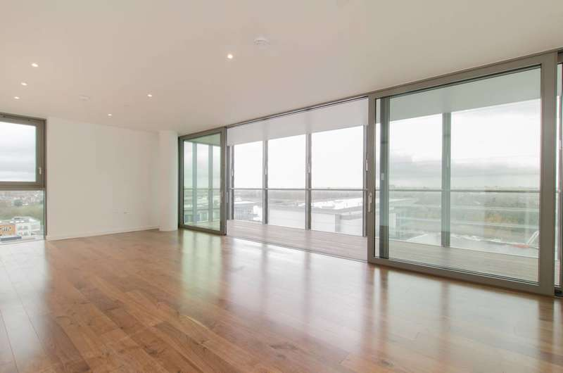 2 Bedrooms Flat for sale in Riverside Quarter, Wandsworth, SW18