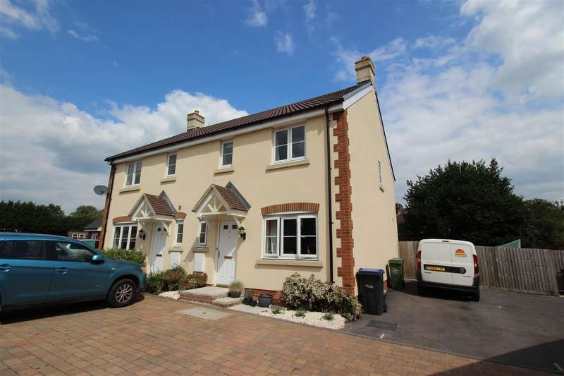 3 Bedrooms Property for sale in St. Josephs Way, Lyneham, Chippenham