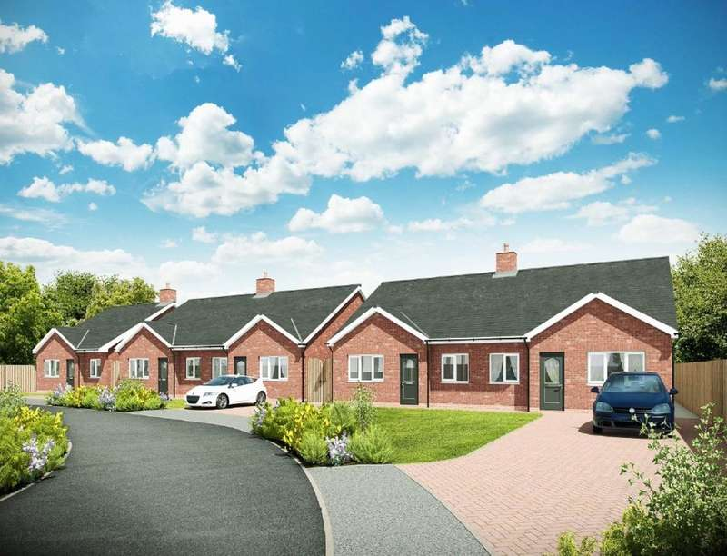 2 Bedrooms Semi Detached Bungalow for sale in Rowland Street North, Atherton, Manchester, M46
