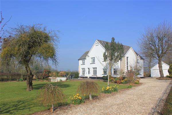 4 Bedrooms Detached House for sale in Elms Farm, Caerwent, Chepstow