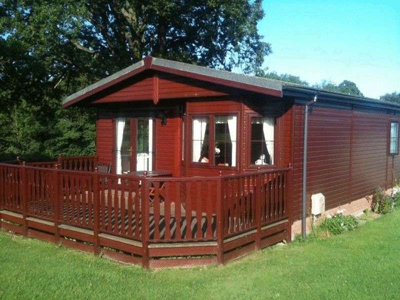2 Bedrooms Bungalow for sale in Two Bedroom Lodge Nr Welshpool