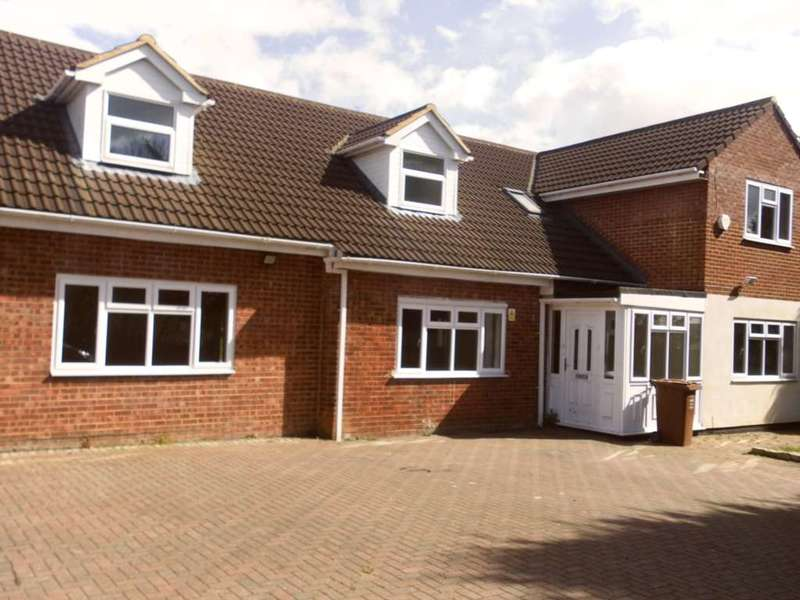 7 Bedrooms Semi Detached House for sale in Brompton Lane, Rochester