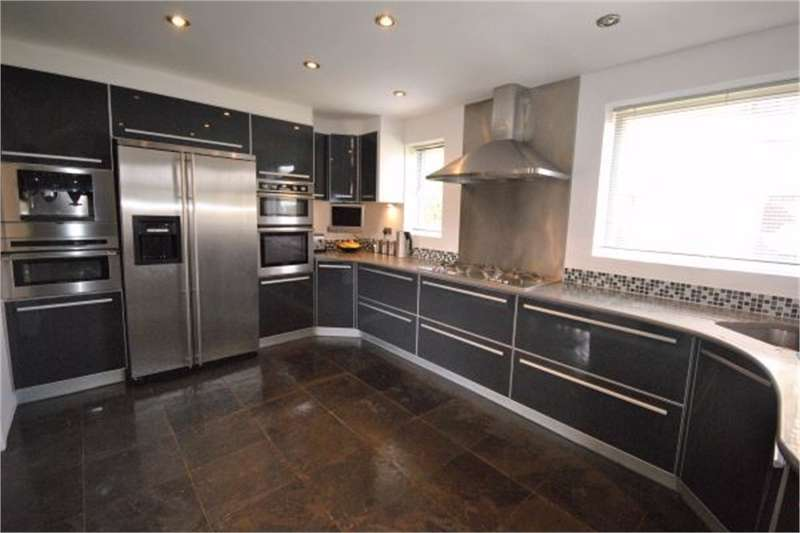 4 Bedrooms Semi Detached House for sale in Whitehall Road, Linthwaite, HUDDERSFIELD, West Yorkshire