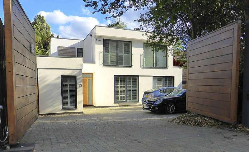 5 Bedrooms Detached House for sale in Coombe