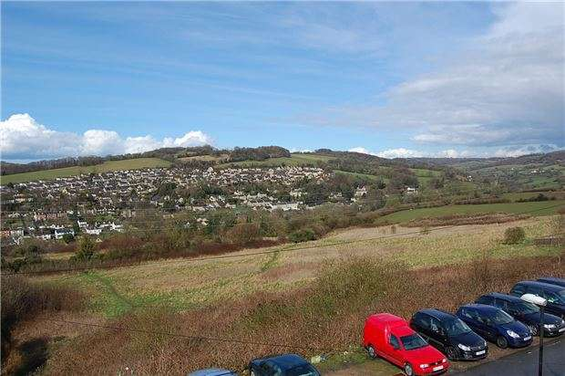 3 Bedrooms Maisonette Flat for sale in Summer Street, Stroud, Gloucestershire, GL5 1NY