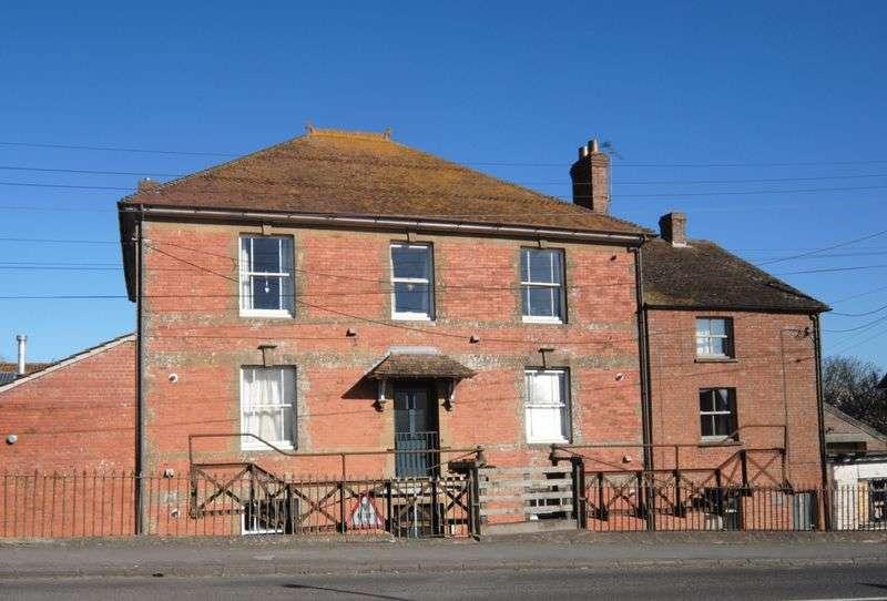 2 Bedrooms Flat for sale in Westover, Langport