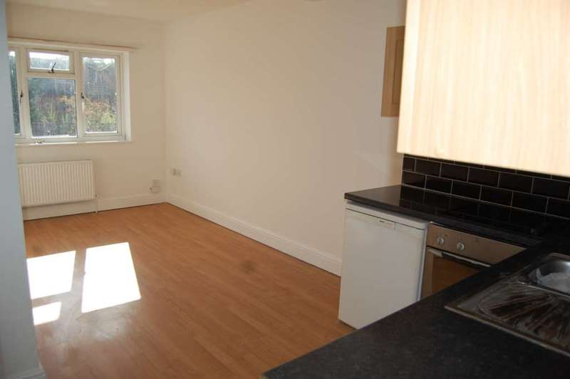 2 Bedrooms Apartment Flat for sale in ADDLESTONE