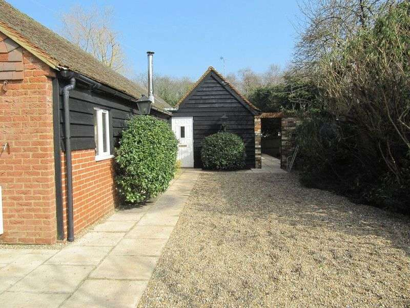 3 Bedrooms Detached Bungalow for sale in Station Road, Chobham, Woking