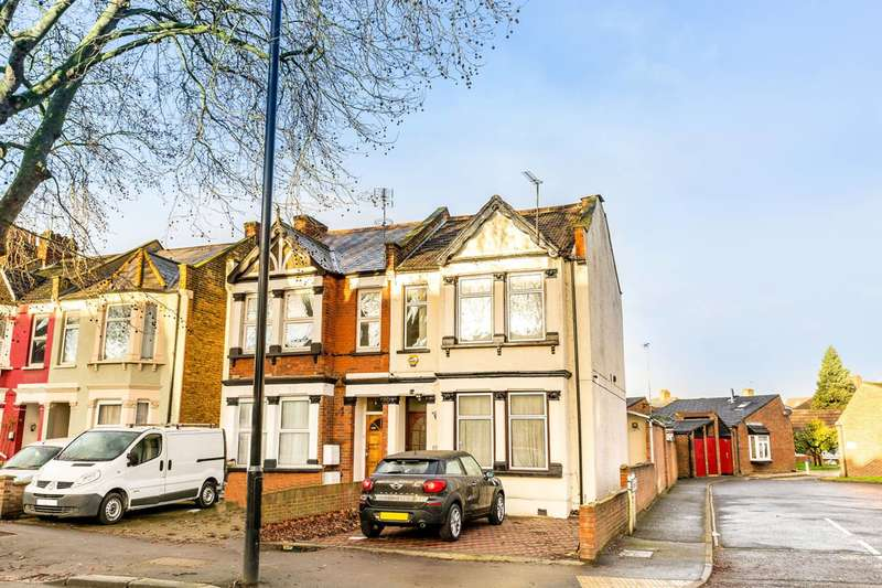 4 Bedrooms Semi Detached House for sale in Hanworth Road, Hounslow, TW3