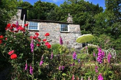 2 Bedrooms Semi Detached House for sale in Ysgoldy, Soar, Talsarnau, Gwynedd, LL47