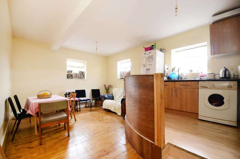 3 Bedrooms Flat for sale in Cavendish Road, Balham, SW12