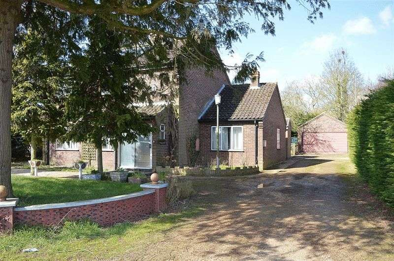 4 Bedrooms Detached House for sale in Attleborough Road Rocklands
