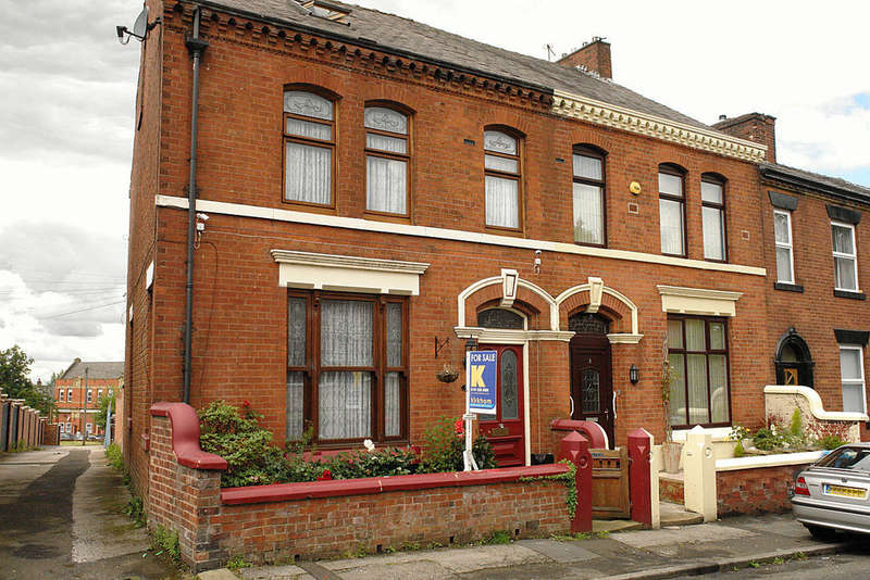 4 Bedrooms End Of Terrace House for sale in 7 Bath Street, Werneth, Oldham