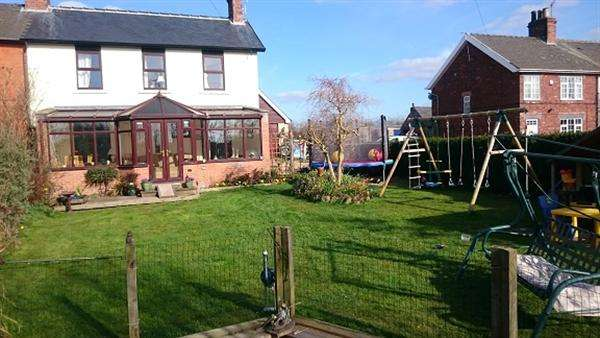 4 Bedrooms Semi Detached House for sale in Manor Road, Kiveton Park Station, Sheffield