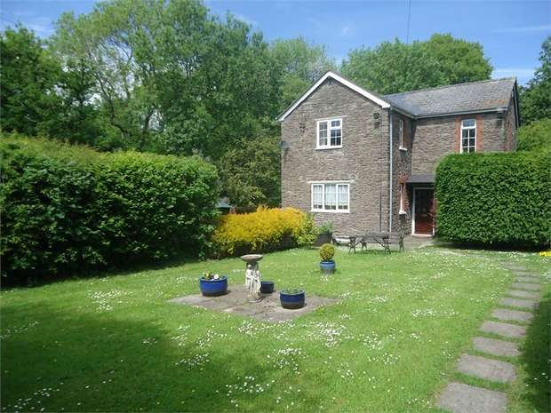 3 Bedrooms Detached House for sale in Triley, ABERGAVENNY, Monmouthshire
