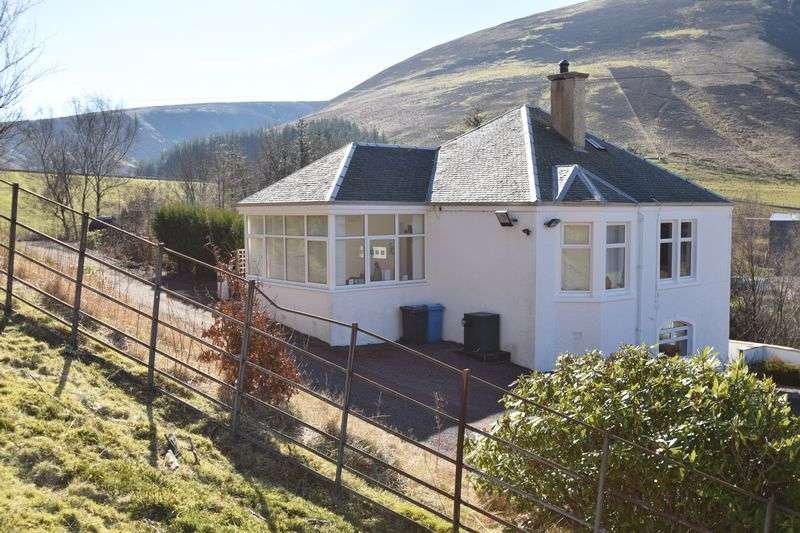 3 Bedrooms Detached House for sale in Traditional Detached Property In Magnificent Setting.
