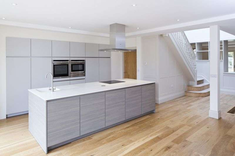 4 Bedrooms Property for sale in Fixby, Huddersfield, West Yorkshire